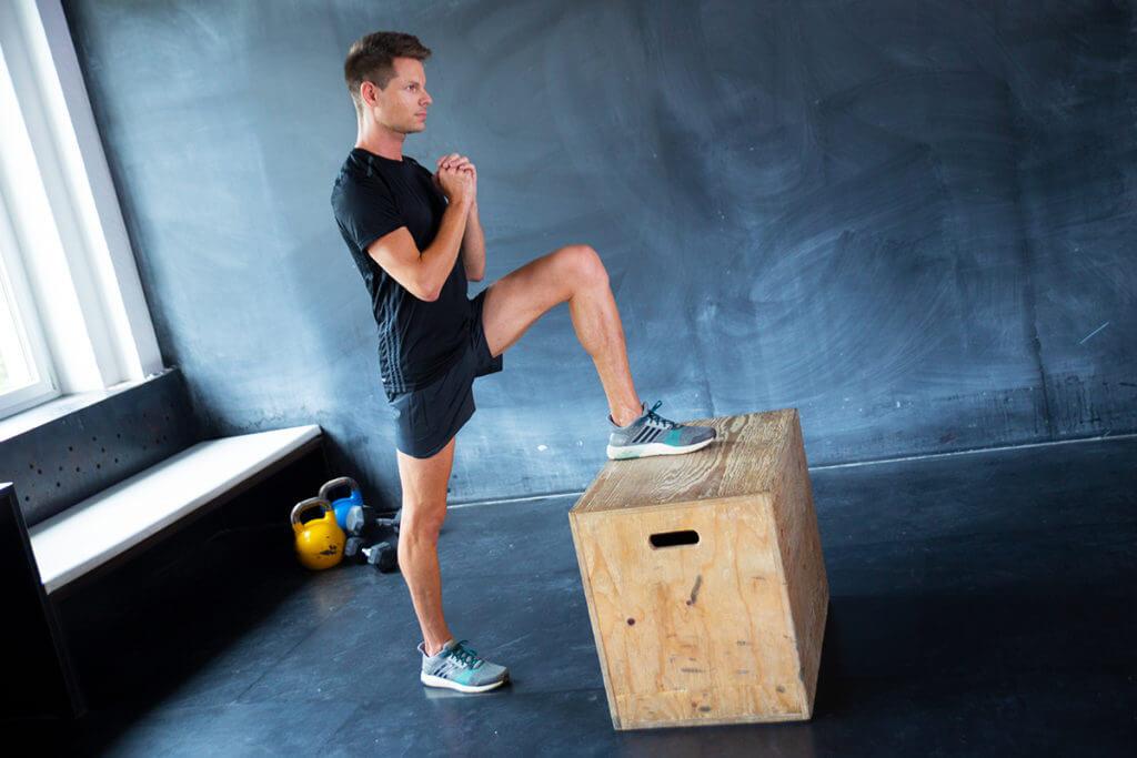 calistenia para las piernas con el cajon pliometrico